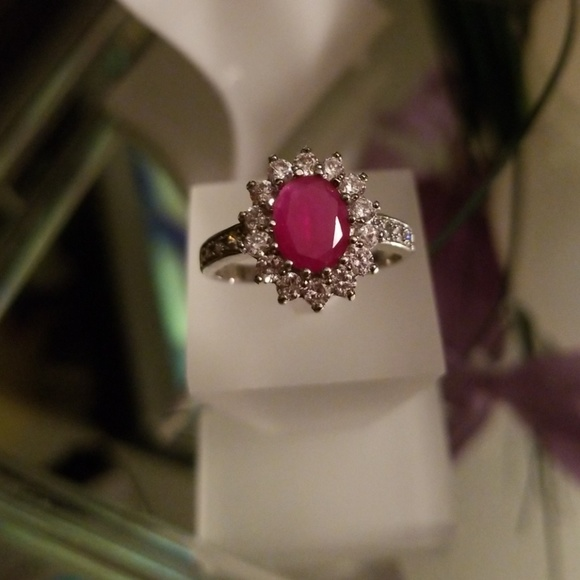 Size 7 3 1//6 ct Oval-Cut Created Ruby and White Sapphire Ring Sterling Silver